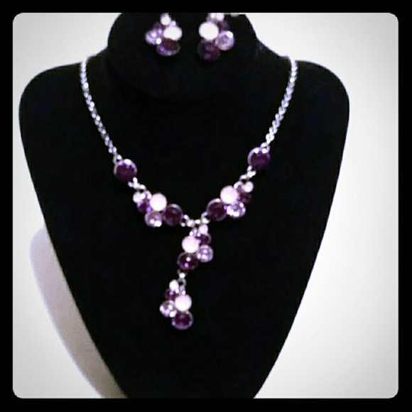 Avon Jewelry - Vtg Avon silvertone necklace purple & pink stones